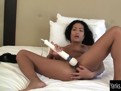 oriental d like to fuck tia vibrating her cunt