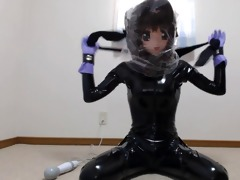 kigurumi cutie in latex and breathplay with