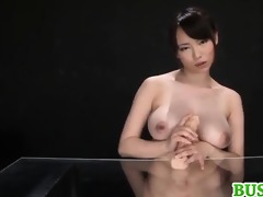 akane yoshinaga plays with sex toy on cans