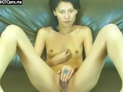 slim oriental d like to fuck rubbing her wet crack